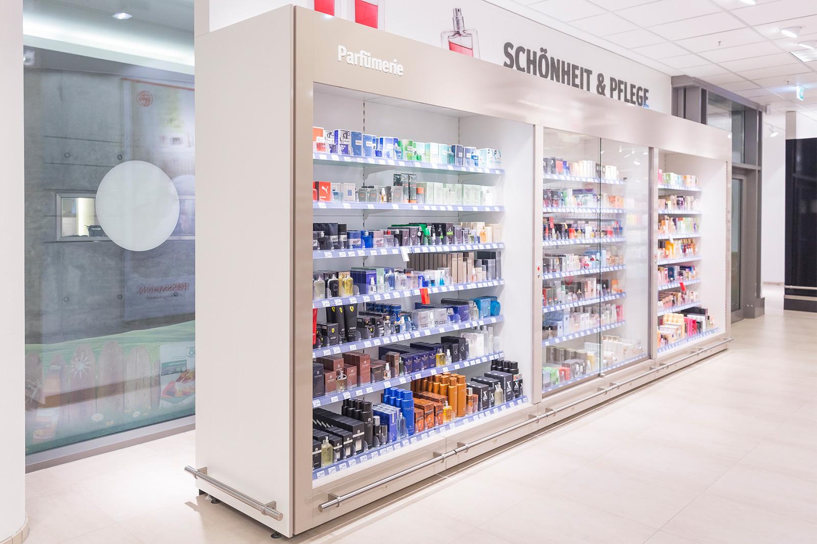 Stationäre Markenwelt - Rossmann Verkaufsstätte - Parfümregal